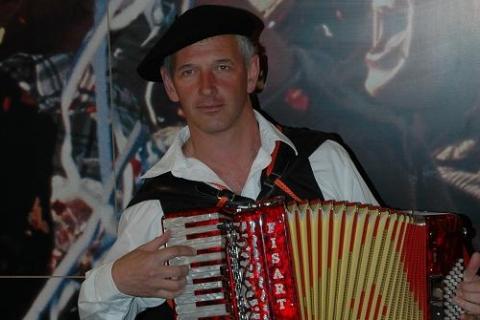 Akkordeonist und Entertainer aus dem Westen  (4)