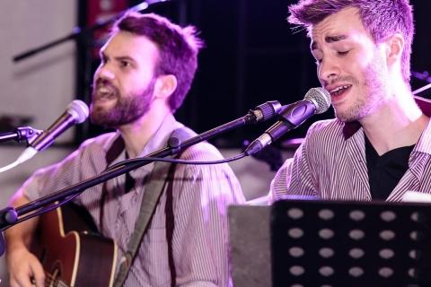 Akustik Duo Counting Stars (2)