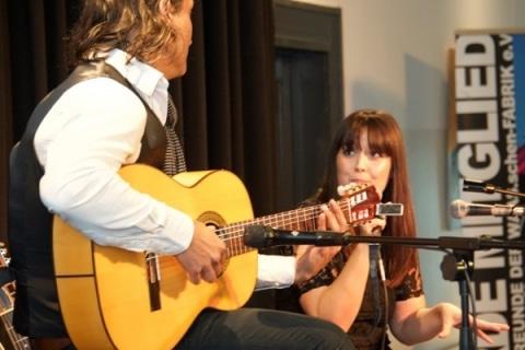 Akustik-Gesang-und-Gitarren-Duo-4