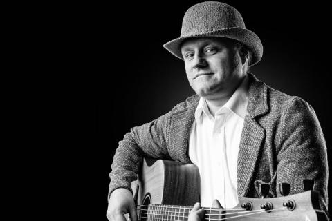 Akustische Gitarrist George Sachsen (1)