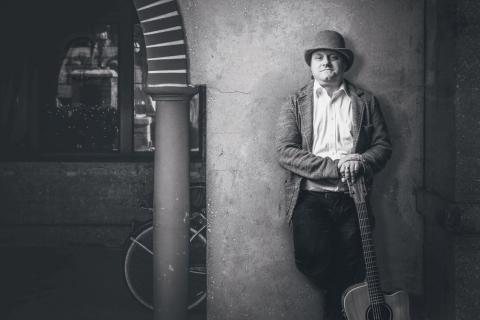 Akustische Gitarrist George Sachsen (2)