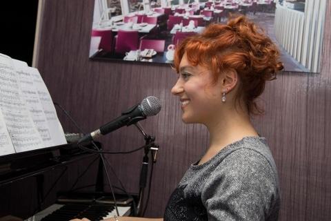 Barpianistin und Sängerin Berlin (2)