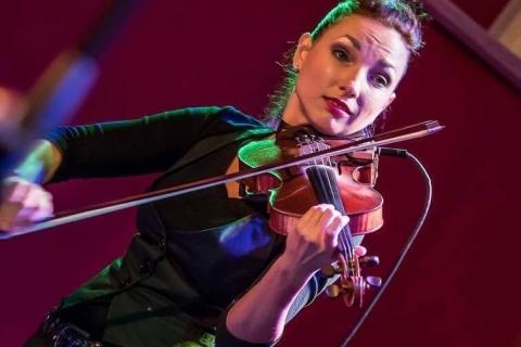 Bezaubernde Violinistin Marta (1)