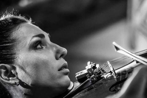 Bezaubernde Violinistin Marta (4)