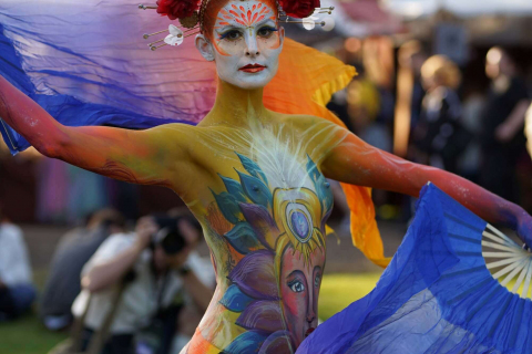 Bodypainted-Walking-Acts-from-Berlin-10
