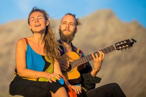 Das-gefühlvolle-Musiker-Duo-von-Lanzarote-11