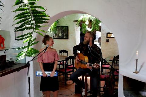 Das-gefühlvolle-Musiker-Duo-von-Lanzarote-9
