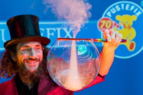 Der-erstaunliche-Wiener-Bubble-Kuenstler-1