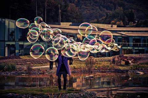 Der-erstaunliche-Wiener-Bubble-Kuenstler-3