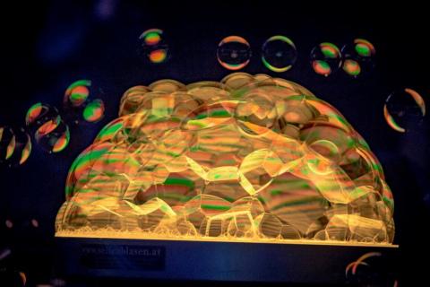 Der-erstaunliche-Wiener-Bubble-Kuenstler-6