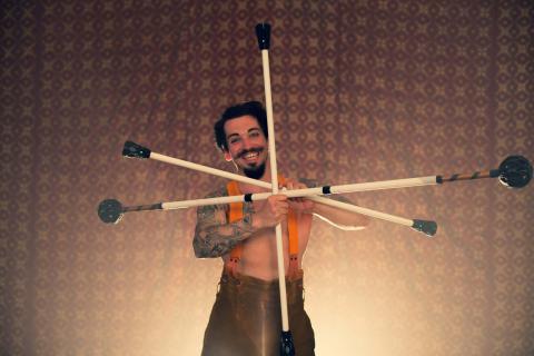 Der-genial-wahnsinnige-Zirkusartist-aus-Berlin-6