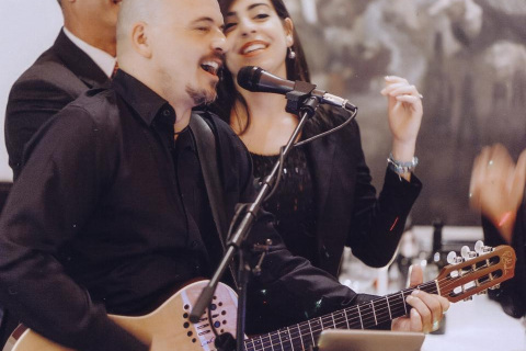 Der-Hochzeitssänger-und-Gitarrist-1