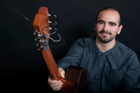 Der-klassische-spanische-Gitarrist-von-Köln-1