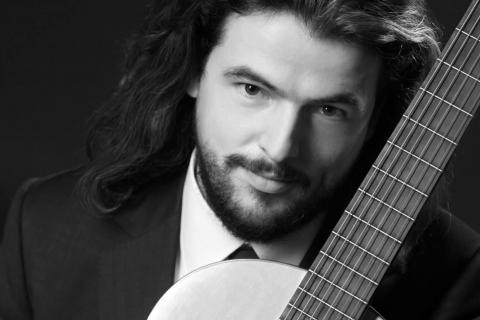 Der-klassische-Gitarrist-aus-Berlin-1