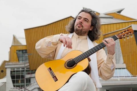 Der-klassische-Gitarrist-aus-Berlin-2