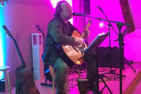 Der-Obertonsänger-Songwriter-und-Folkmusiker-aus-NRW-1