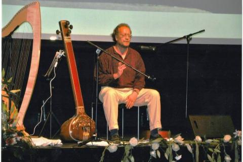 Der-Obertonsänger-Songwriter-und-Folkmusiker-aus-NRW-4