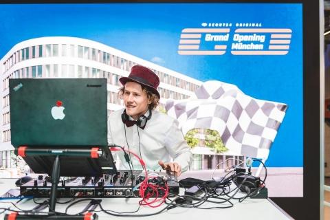 Der Party-DJ aus Muenchen (7)