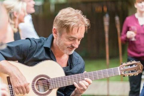 Der-spanische-Gitarrist-aus-Bremen-5