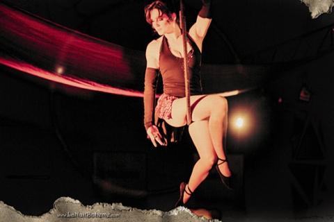 Der Tanz in der Luft • Luftakrobatin Rheinland (1)