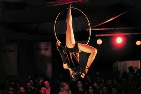 Der Tanz in der Luft • Luftakrobatin Rheinland (6)