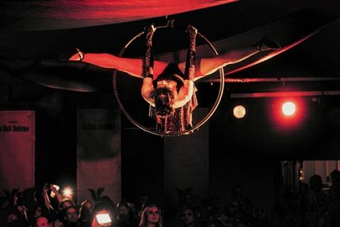 Der Tanz in der Luft • Luftakrobatin Rheinland (7)