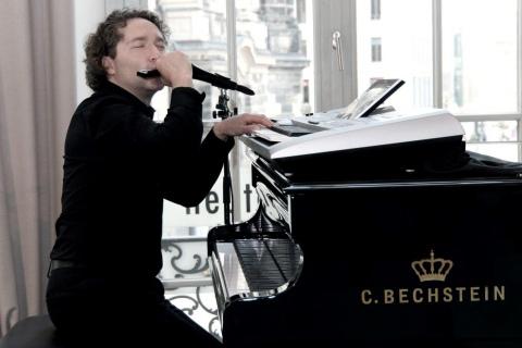 Der-vielseitige-Pianist-und-Sänger-aus-Dresden-2