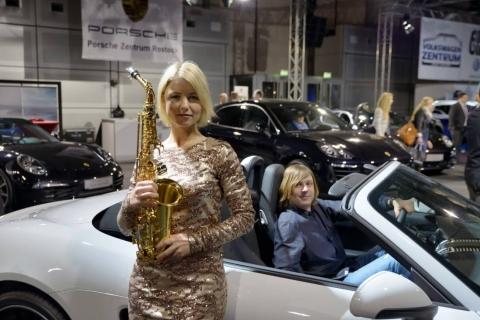 Die temperamentvolle Saxophonistin (1)