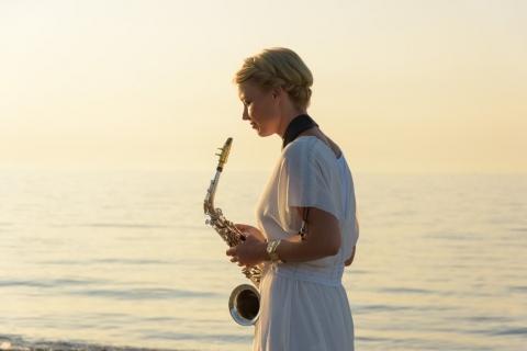 Die temperamentvolle Saxophonistin (3)
