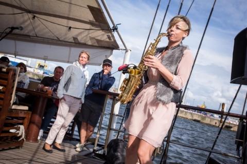 Die temperamentvolle Saxophonistin (6)