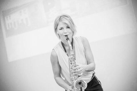 Die temperamentvolle Saxophonistin (12)