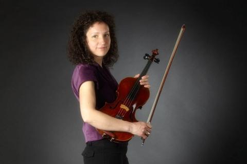 Die feinfühlige Viola Solistin (3)