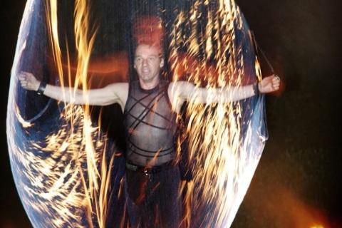 Die-grandiose-Feuershows-aus-Berlin-10