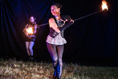 Die-grossartige-Violin-und-Feuer-Show-10