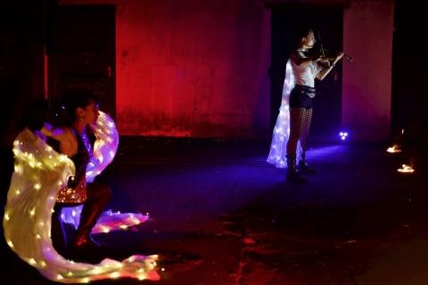 Die-grossartige-Violin-und-Feuer-Show-16