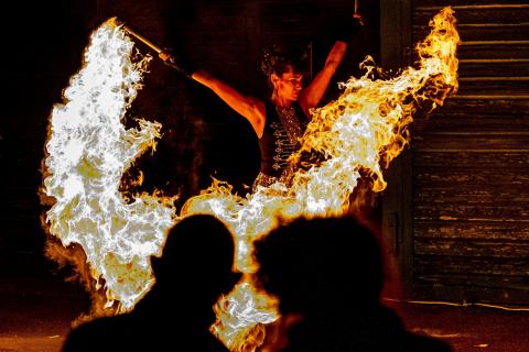 Die-grossartige-Violin-und-Feuer-Show-2