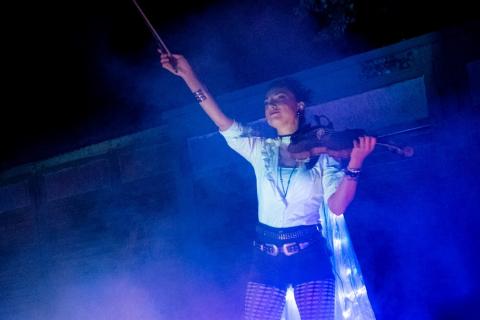 Die-grossartige-Violin-und-Feuer-Show-6