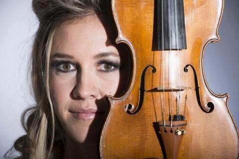 Die Magie der Geige Soloviolinistin (11)