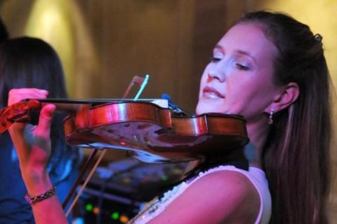 Die Magie der Geige Soloviolinistin (6)