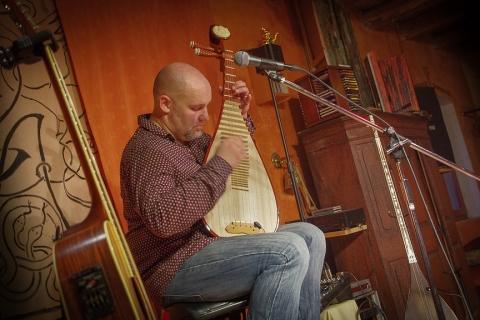 Die Saiten der Welt • Gitarrenvirtuose aus Dresden (12)