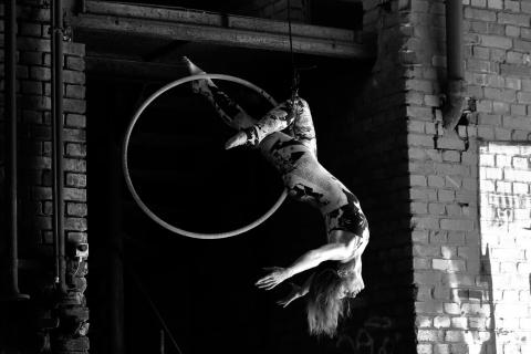 Tänzerin-und-Luftakrobatin-J.D.-Swing-1