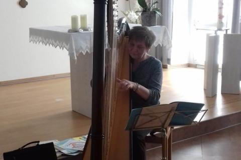 Die vielseitige Harfenistin Krystyna  (3)