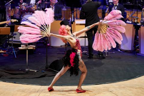 Die-vielseitige-Tänzerin-und-Showkünstlerin-aus-Köln-10