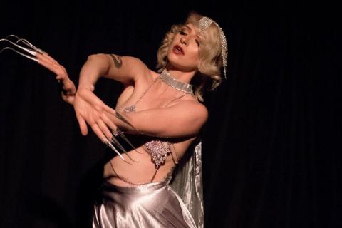 Die-vielseitige-Tänzerin-und-Showkünstlerin-aus-Köln-16