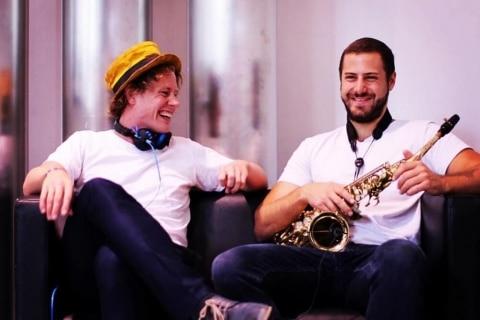 DJ und Live Saxophon (1)