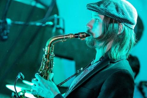 DJ meets Saxophone and Guitar (1)