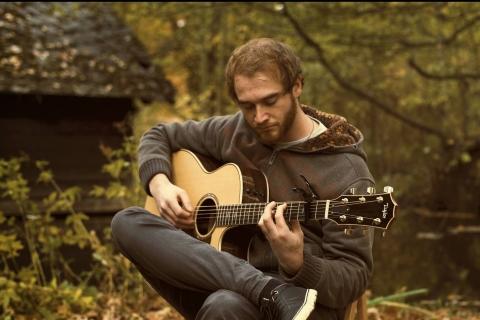 Fingerstyle-und-Instrumentalgitarrist-Marburg
