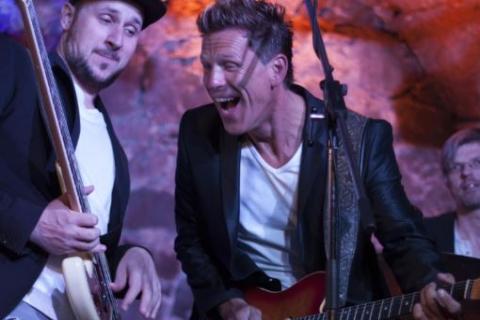 Gitarrist, Sänger und Entertainer aus Frankfurt (2)