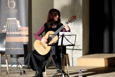 Gitarristin-mit-Gesang-aus-Stuttgart-1