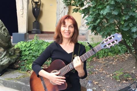 Gitarristin-mit-Gesang-aus-Stuttgart-2